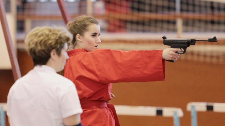 Спортсмены-универсалы: южноуральцы лучше всех метают ножи, стреляют и дерутся