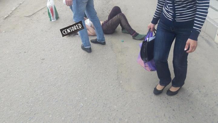 В Тракторозаводском районе Волгограда из окна пятиэтажки выпала девушка