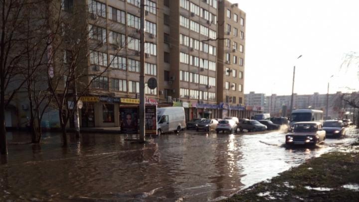 Изношен по полной: в Таганроге нашли восемь прорывов коллектора, из-за которых затопило несколько улиц