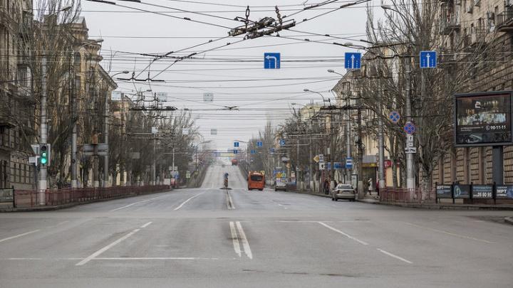 Волгоград встретил утро нового года серыми улицами и пустыми автобусами