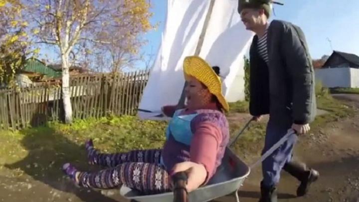 Всем садоводам посвящается: Боня и Кузьмич сняли новое видео об отдыхе на Урале