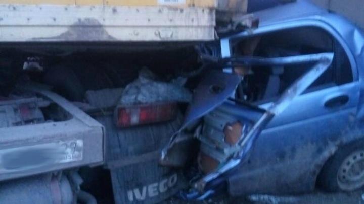 Смертельное ДТП на трассе М-8: две фуры раздавили «Матиз»