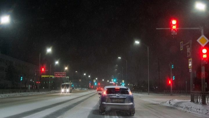 К вечеру дороги в центре Волгограда покрылись толстым слоем каши из снега и песка
