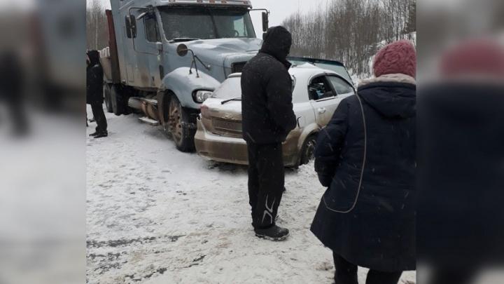 На трассе Пермь — Березники Chevrolet столкнулся с фурой: погиб водитель легковушки