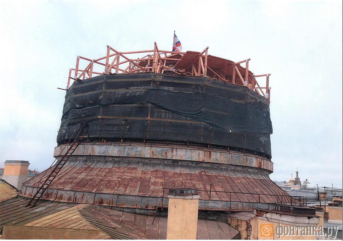Купол библиотеки Генштаба во время ремонта в 2016 году