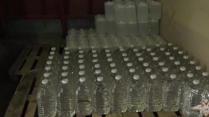 Два склада с паленым алкоголем нашли в Ростовской области