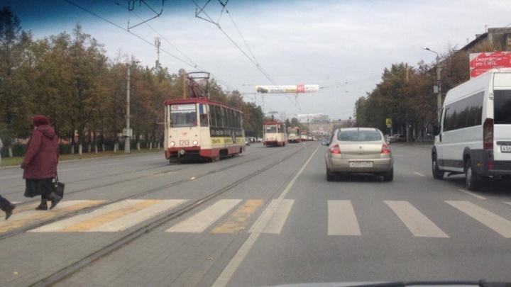 Из-за аварии на трамвайных путях в центре Челябинска встал электротранспорт