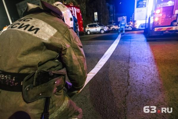 На место происшествия выезжали два пожарных расчета