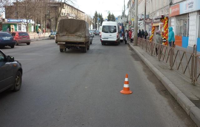 ЧП в Ярославле: водитель автобуса зажал дверями пассажира и протащил его по дороге