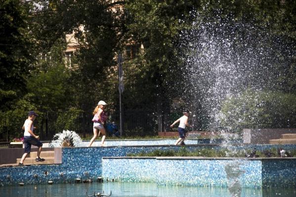 Ростовчанам советуют избегать душных помещений и открытых солнечных лучей
