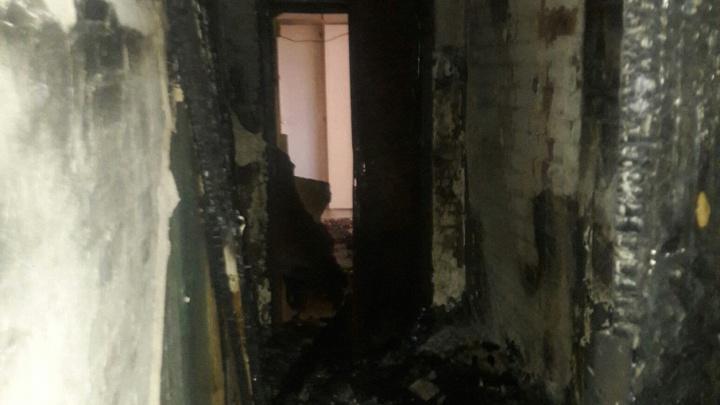 В Архангельске неизвестные подожгли квартиру в многоэтажном доме