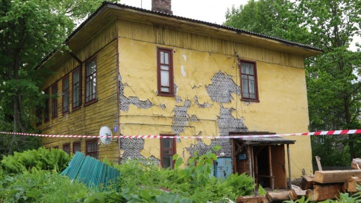 В центре Архангельска решили снести дом с живыми людьми