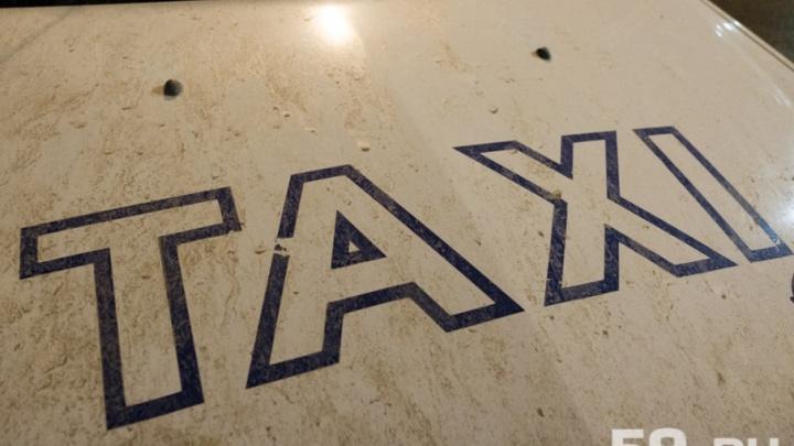 В Перми таксист получил год колонии за кражу телефона у клиента