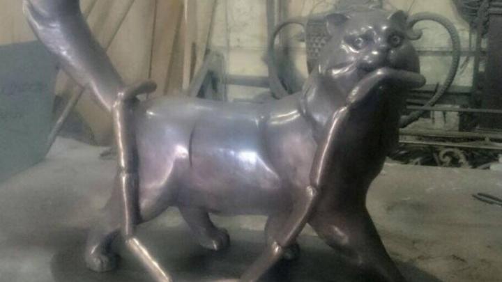 Ростовские студенты подарили жителям Ялты скульптуру кота Сосискина
