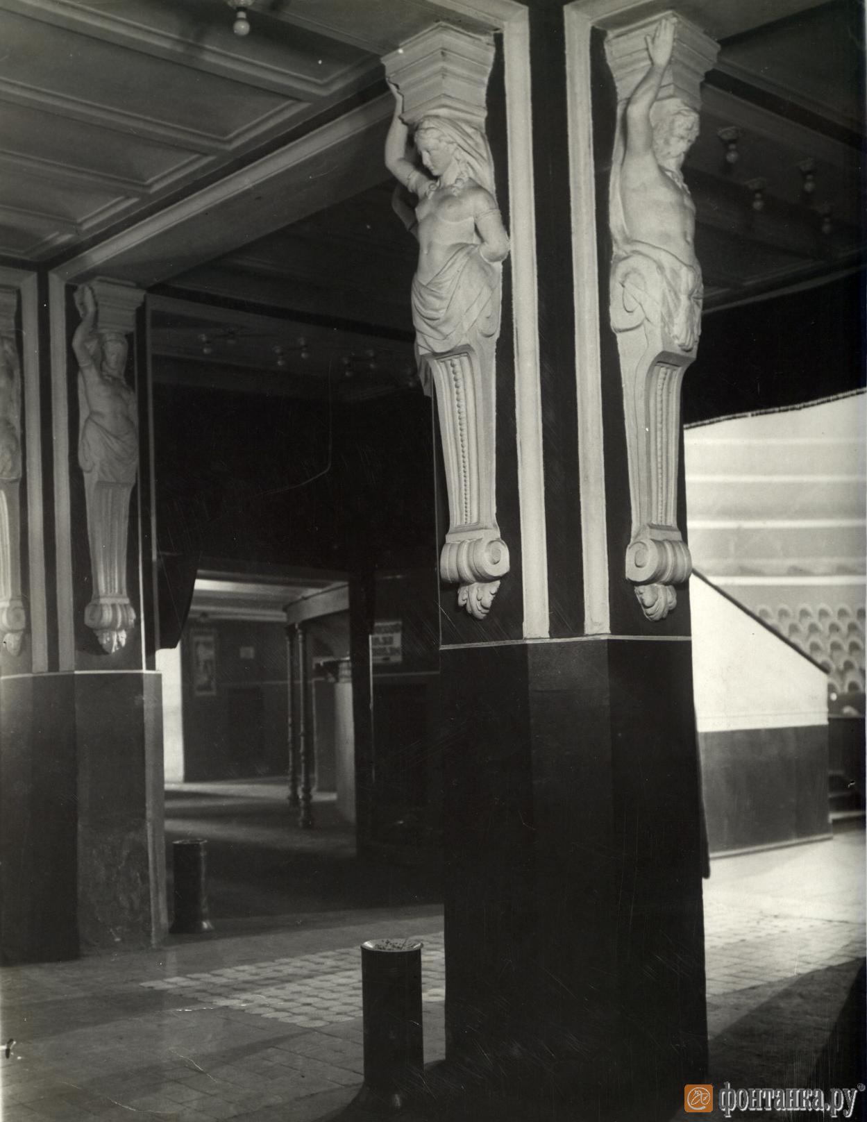 Кариатиды восстановят в холле по историческим фотографиям