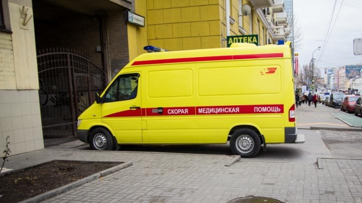 В Ростове легковушка врезалась в маршрутку: есть пострадавшие