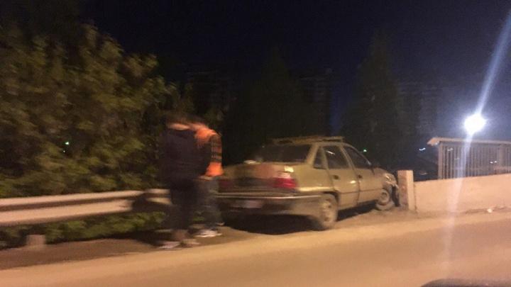 Массовое ДТП в районе совмещенного моста: пассажир одной из машин получил сотрясение мозга