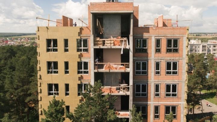 Каштак покидают башенные краны: новый загородный квартал Sokol HILL готовят к сдаче