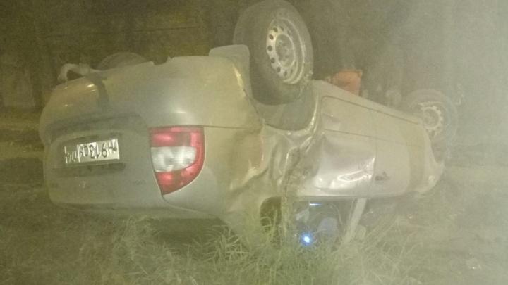 Не заметил дорожные работы: автомобиль на Южном Урале наехал на вал земли и лёг на крышу