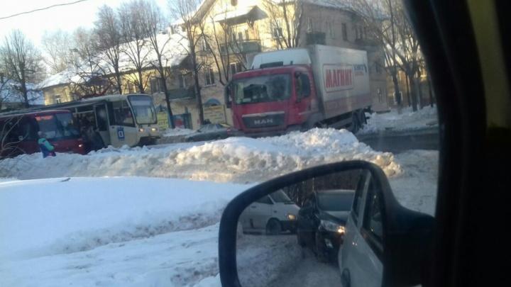 В Ленинском районе Ярославля встали трамваи