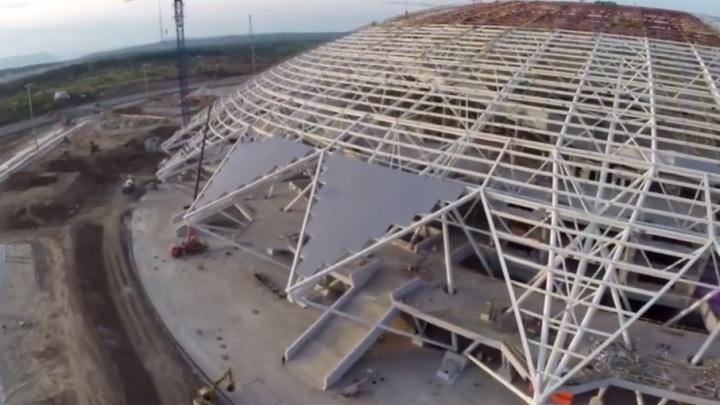 На куполе стадиона «Самара-Арена» собрали первые «лепестки» из поликарбоната