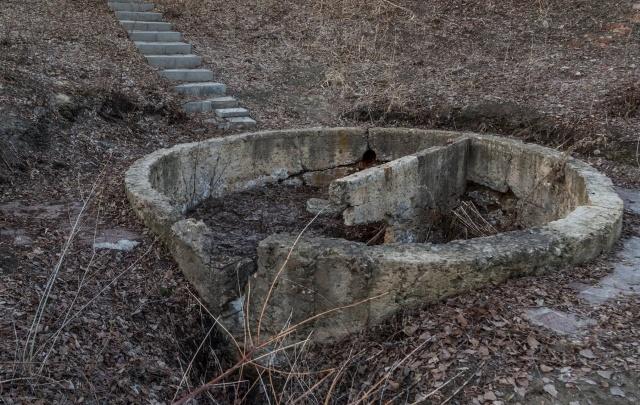 «Этот родник — сказка для туристов»: V1.ru изучает заброшенный символ Мамаева кургана