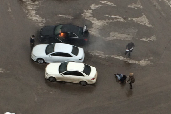 На месте взрыва работают следователи