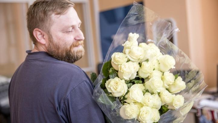 Букет для жены и любимой: три типа мужчин в цветочных ларьках