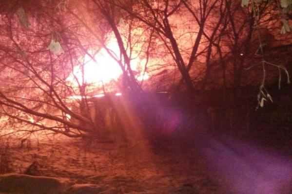 Пожар на улице Камчатская произошел поздно ночью