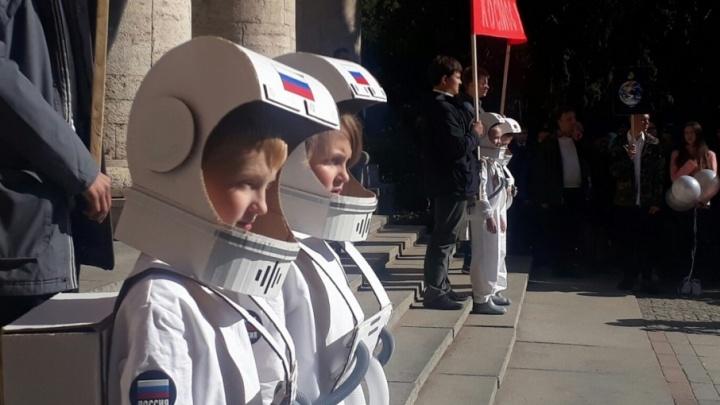 Космос наш: волгоградские дети запустили в небо спутники Земли