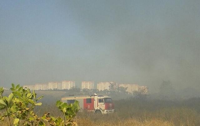 В Ростове второй день не могут потушить огромную свалку