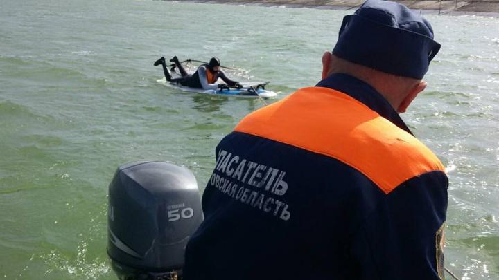 Спасатели вытащили из Азовского моря тонущего виндсерфера
