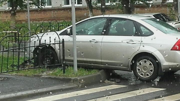 В Рощино машина травмировала женщину, идущую по тротуару