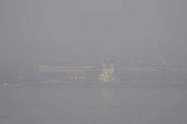 Жители города начали жаловаться на смог еще с вечера субботы