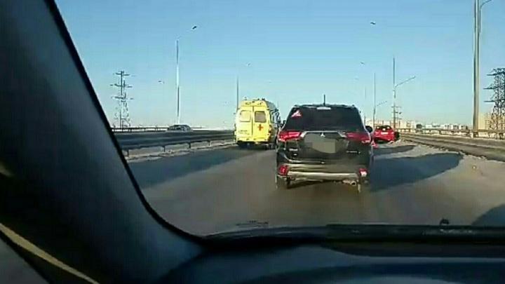 Двоих пострадавших в аварии на Федюнинского увезли в больницу