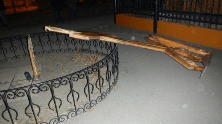 Поклонный крест в центре Волгограда защитили от вандалов камерами