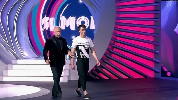На шоу сварщик из Ростовской области перепрыгнул через 10 человек