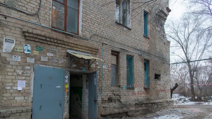 Как буханка хлеба на крошки: в Волгограде рассыпается промокшее насквозь общежитие