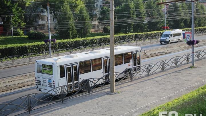 В Троицу в Перми увеличат количество автобусов до Северного кладбища