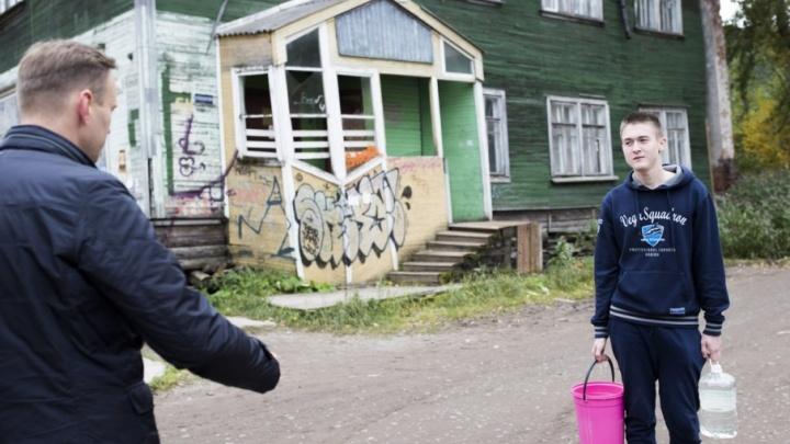 После встречи с Навальным архангелогородец с ведрами стал мемом