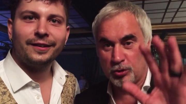 «От эмоций он даже выронил карты из рук»: самарский артист показал фокусы Валерию Меладзе