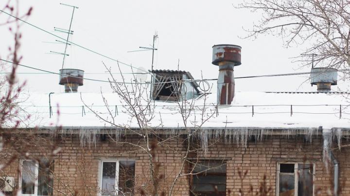 «А нас не смоет?»: жители Ленинского района пожаловались на управляющую компанию