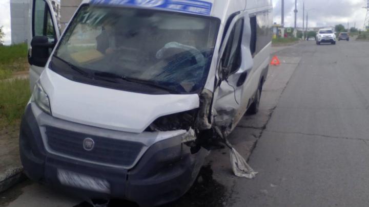 Долихачил: в Тольятти маршрутка с пассажирами врезалась в «Мицубиси-Паджеро»