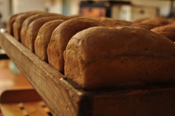 Хлеб люди пекли, а зарплату не получали