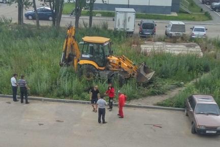 «Дети в слезах»: в Ленинском районе Челябинска ради парковки снесли яблони и рябины