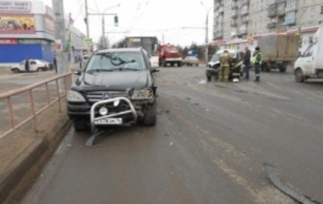 В Ярославской области иномарки не поделили перекресток: есть пострадавший