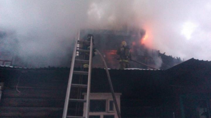 В заречной части Тюмени  сгорел частный жилой дом