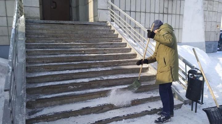 «Если снег идёт – хорошо. Если снега нет – проблема». Как участники протестных акций отбывают наказания