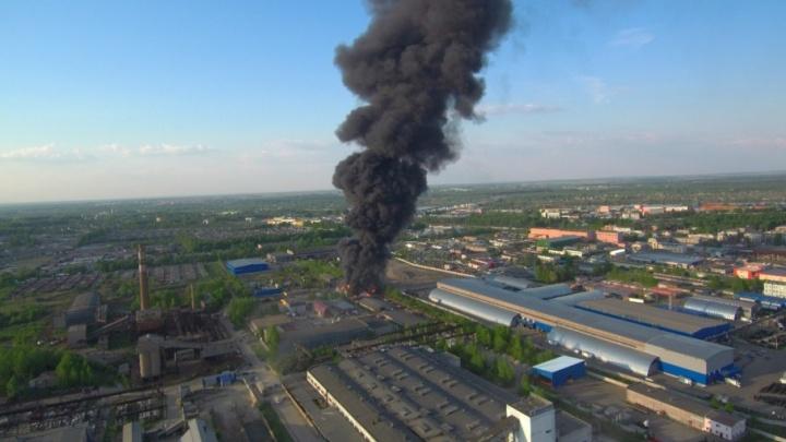 Огонь высотой с трёхэтажный дом: после серьёзного пожара замерят выброс вредных веществ