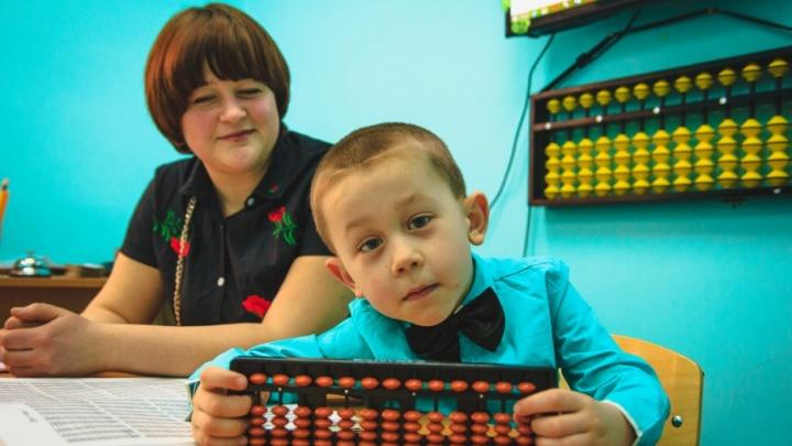 Быстрее калькулятора: пятилетний ростовчанин за доли секунды складывает в уме трехзначные числа